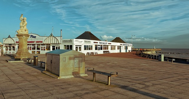 Lowestoft, why did the Germans fail to level it?